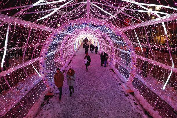 Праздничная иллюминация в центре Москвы
