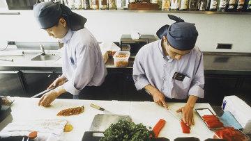 Приготовление национальных блюд в японском ресторане