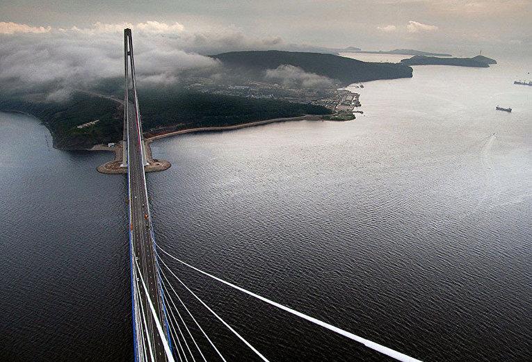 Вид с моста во Владивостоке