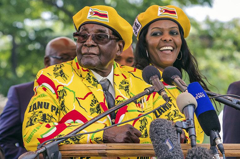 Президент Зимбабве Роберт Мугабе произносит речь в поддержку Грейс Мугабе в качестве основного кандидата на пост вице-президента