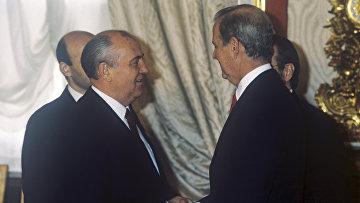Михаил Сергеевич Горбачев и Джеймс Бейкер, 1990 год