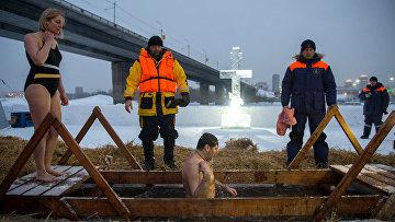 Празднование Крещения на реке Обь в Новосибирске