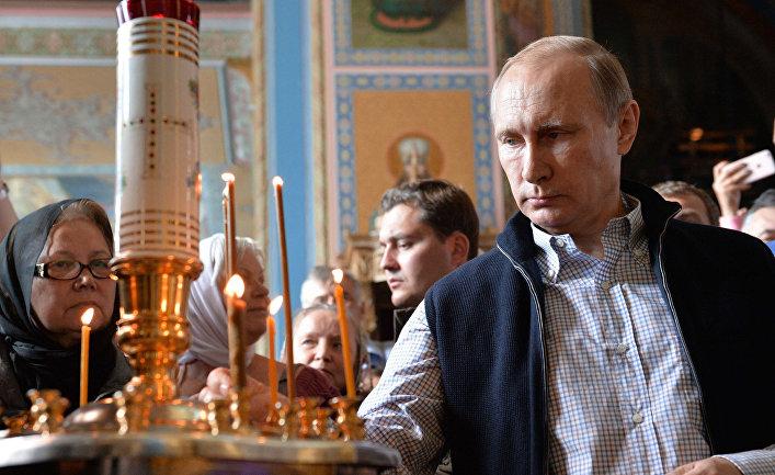 Президент РФ Владимир Путин в Спасо-Преображенском соборе Валаамского монастыря