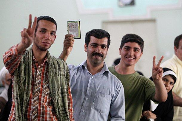 Жители Ирана выбирают президента страны