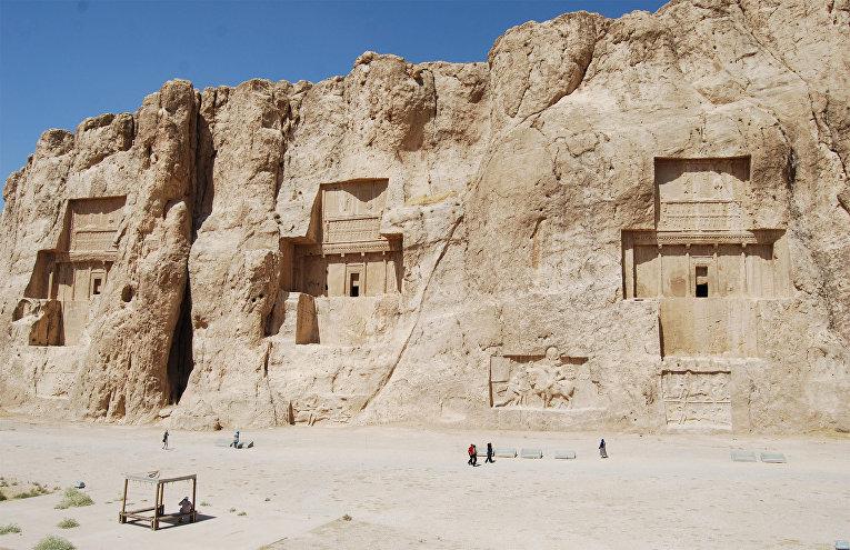 Гробницы Накше-Рустам в Иране