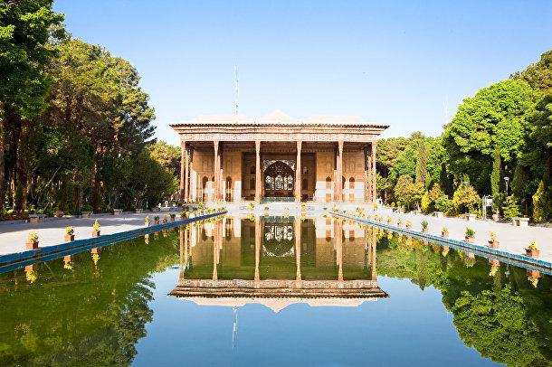 Дворец Чехель Сутун (Дворец сорока колонн) в Исхафане