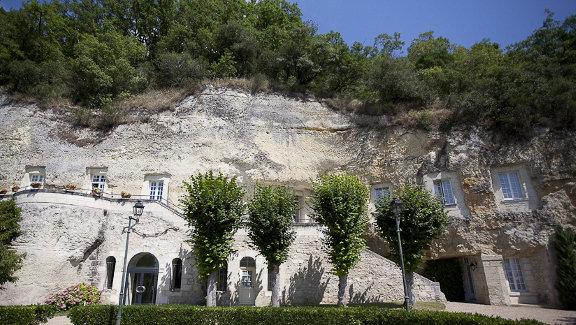 Бывший монастырь на берегу Луары во Франции был превращен в четырехзвездочный отель Les Hautes Roches