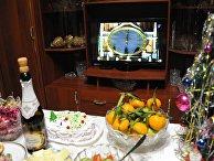 Праздничный стол во время встречи Нового года