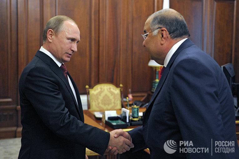 Президент России Владимир Путин и  Алишер Усманов во время встречи в Кремле