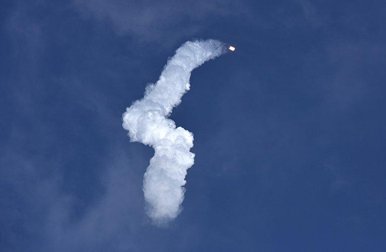 Старт ракеты SpaceX Falcon Heavy