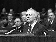 Первый секретарь ЦК Компартии Грузии Э. Шеварднадзе на XXV съезде КПСС