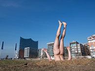 Перформанс российского художника Андрея Кузькина в Гамбурге