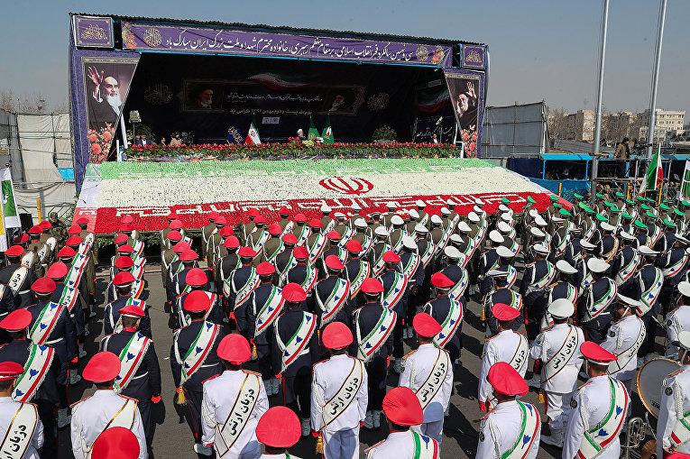 Парад в честь годовщины исламской революции 1979 года в Тегеране