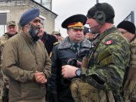 Министр обороны Украины Степан Полторак и министр национальной обороны Канады Харджит Синг Саджан