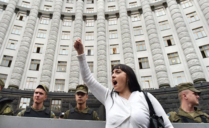 Женщина во время акции протеста в Киеве