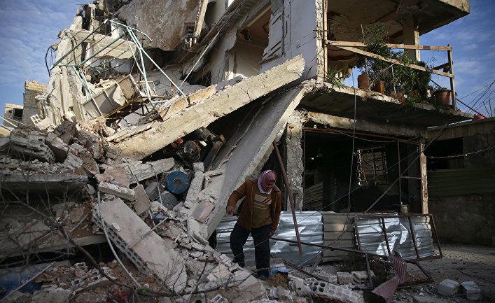 Поврежденное здание в пригороде Дамаска Восточная Гута, Сирия. 20 февраля 2018