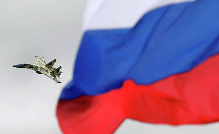 Российский истребитель СУ-35 во время выступления на авиасалоне МАКС в Жуковском