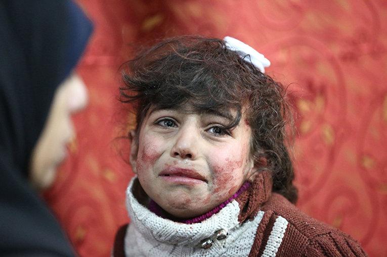 Ребенок в импровизированном госпитале в Восточном Гуте, Сирия