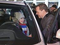 Церемония вручения премьер-министром РФ Д. Медведевым автомобилей победителям и призерам зимней Олимпиады -2018 в Пхенчхане