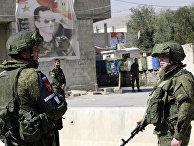 Солдаты российской военной полиции на контрольно-пропускном пункте Вафидин на окраине Дамаска