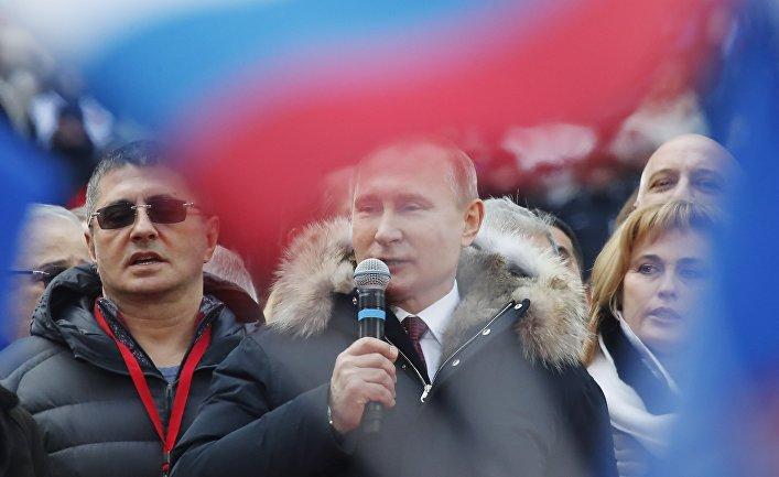 Кандидат в президенты РФ Владимир Путин со своими доверенными лицами на митинге «За сильную Россию!»