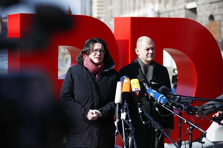 Андреа Нахлес и Олаф Шольц из СДПГ в Берлине