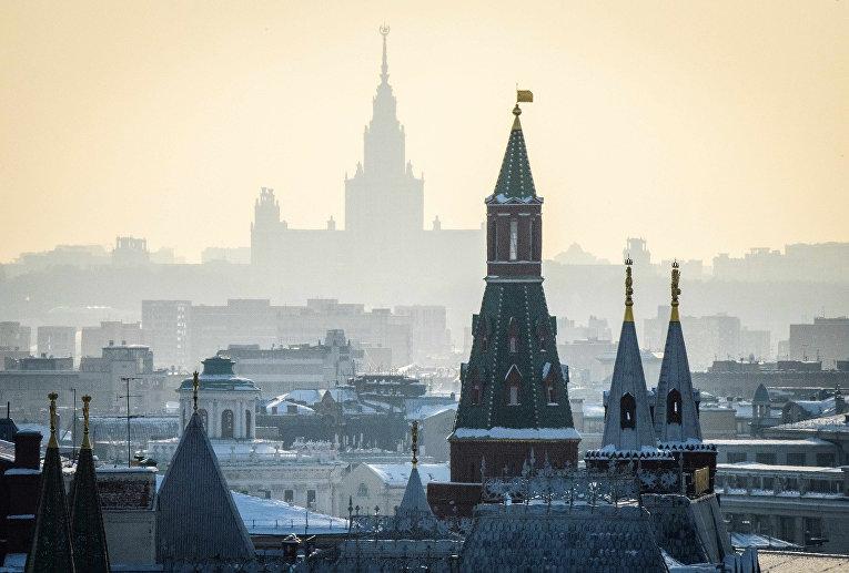 Вид на кремль в Москве