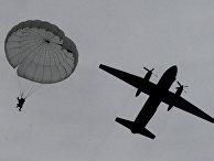 Самолет Ан-26 Тихоокеанского флота РФ во время высадки воздушного десанта
