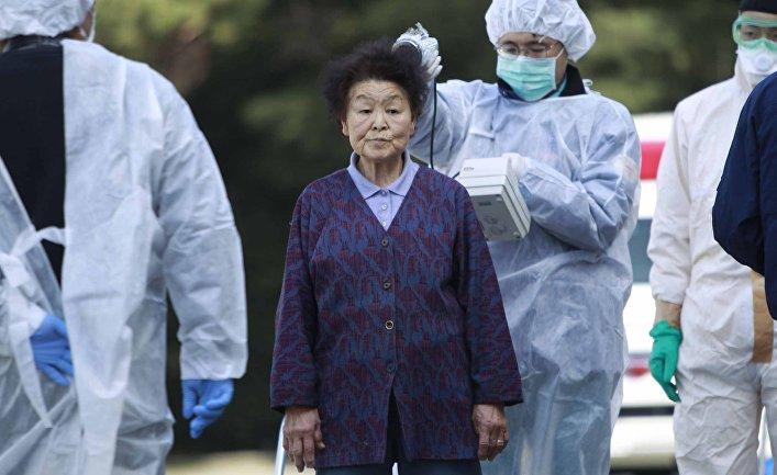 Жительницу эвакуированного района проверяют на радиационное загрязнение