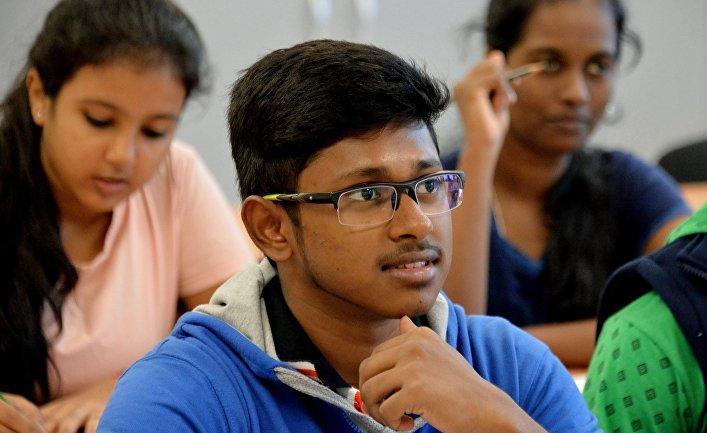 Занятия первой группы студентов из Индии в Дальневосточном федеральном университете