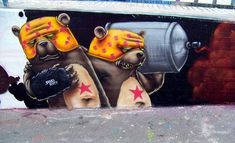 Граффити на улице города