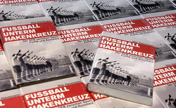 Презентация книги «Футбол под свастикой» Тео Цванцигером в Берлине