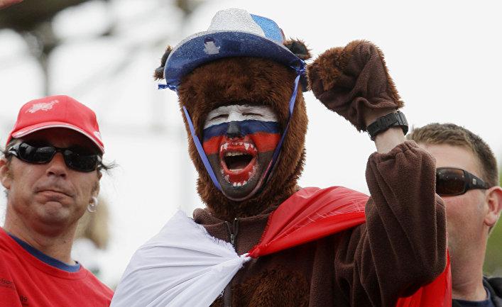 Российский болельщик во время матча по регби между командами России в Австралии