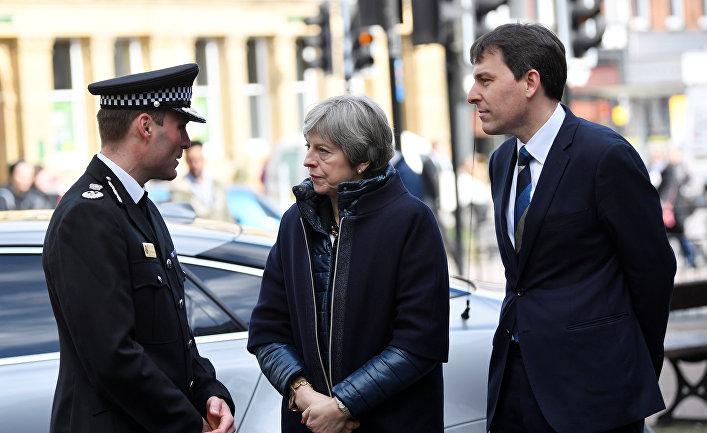 Премьер-министр Великобритании Тереза Мэй во время посещения Солсбери. 15 марта 2018