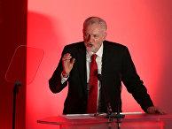 Лидер Лейбористской партии Джереми Корбин выступает в университете Ньюкасла