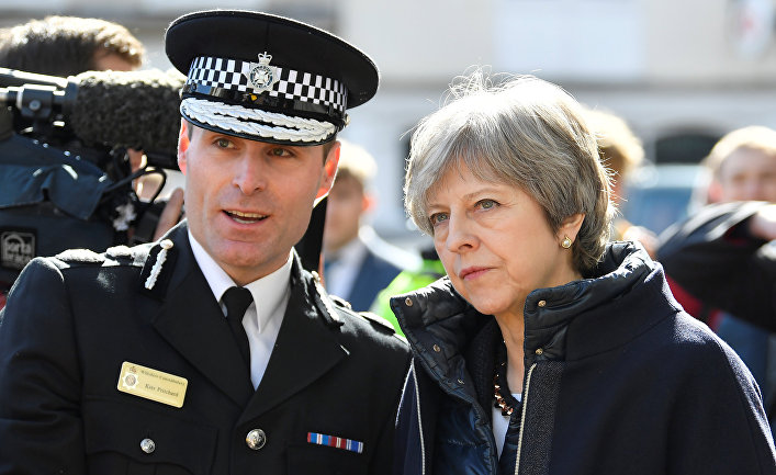 Премьер-министр Великобритании Тереза Мэй во время посещения Солсбери