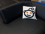 "Подушка со логотипом сайта ""Реддит"""