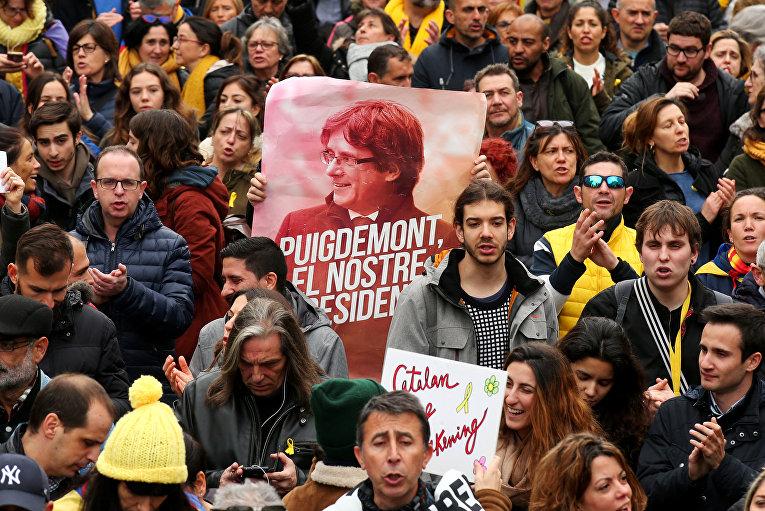 Акция в поддержку Карлеса Пучдемона в Барселоне, Испания