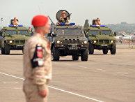 """Военный парад на российской авиабазе """"Хмеймим"""""""