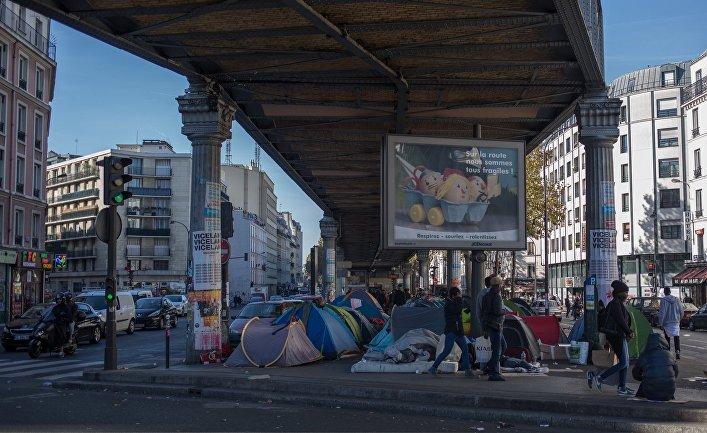 Палаточный лагерь мигрантов в Париже