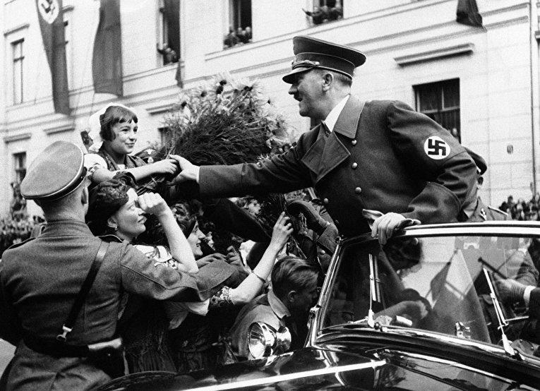 Адольф Гитлер в Берлине, 1938 год