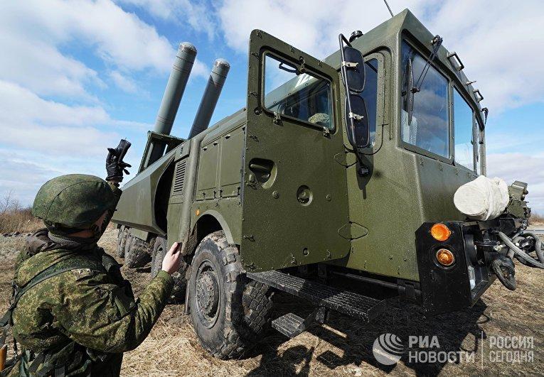 Военнослужащие во время тактических учений береговых ракетных войск Балтийского флота