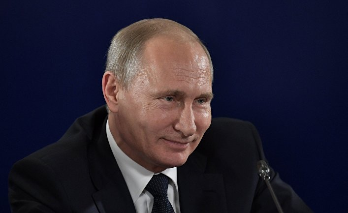Президент РФ Владимир Путин во время совещания