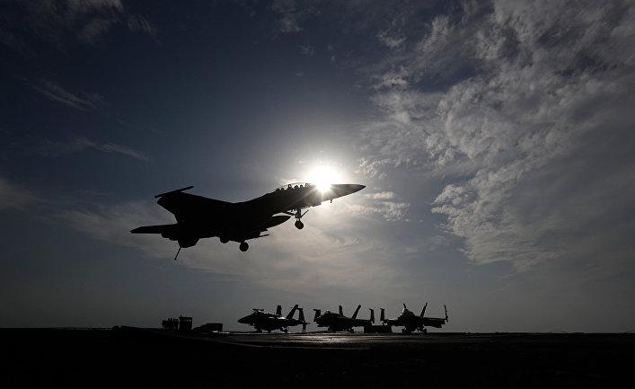 Американский истребитель во время операции в Сирии и Ираке