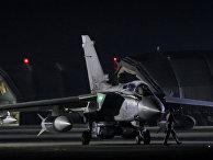 Британский самолет Tornado перед вылетом с британской базы Акротири на Кипре. 14 апреля 2018