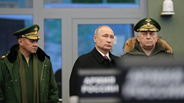 Президент РФ Владимир Путин во время посещения Военной академии Ракетных войск стратегического назначения имени Петра Великого. 22 декабря 2017