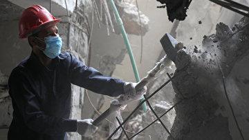 Работа спасателей по поиску выживших в Ракке, Сирия