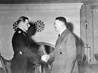 Адольф Гитлер награждает Михаэля Виттмана рыцарским крестом Железного креста