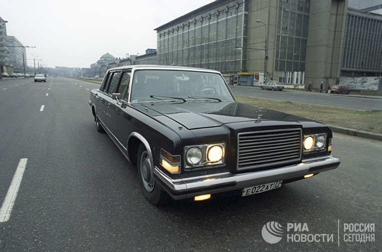 Обкатка автомобиля представительского класса ЗИЛ-4104