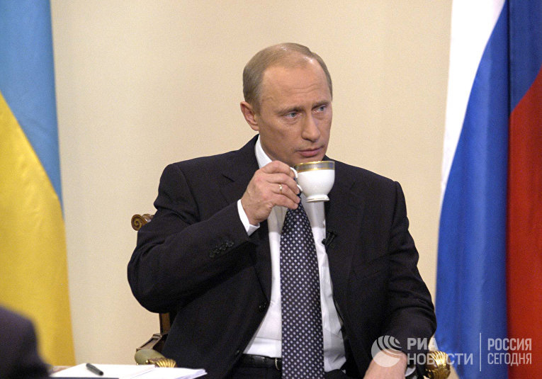 Президент России Владимир Путин во время выступления в прямом эфире украинского телевидения